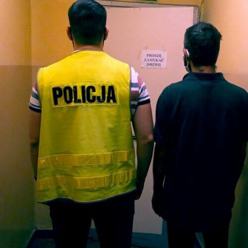 Policjanci zatrzymali złodziei, którzy w nocy kradli katalizatory