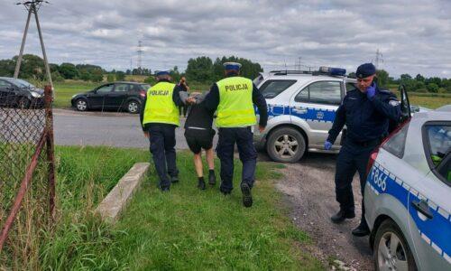 Pabianiccy dzielnicowi zatrzymali sprawców kradzieży pojazdu